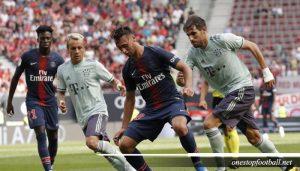 Duel antara dua pemain MU dan PSG